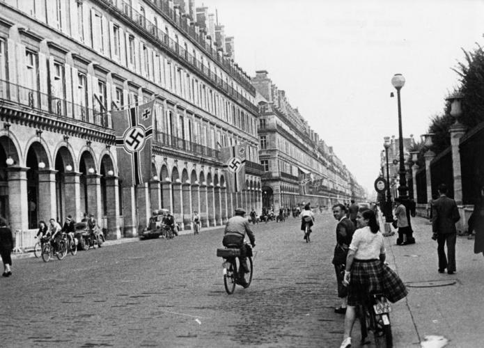 Photographie de la rue de Rivoli et ses hôtels réquisitionnés par les allemands