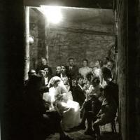 Communion dans un abri à Montrouge (Atelier Robert Doisneau)