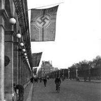 Oriflamme nazi sur l'Hôtel Meurice, 93-92 rue de Rivoli, Paris